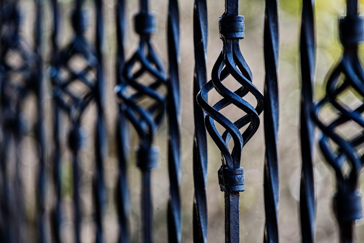 le ringhiere dei balconi sono comuni se hanno funzione decorativa