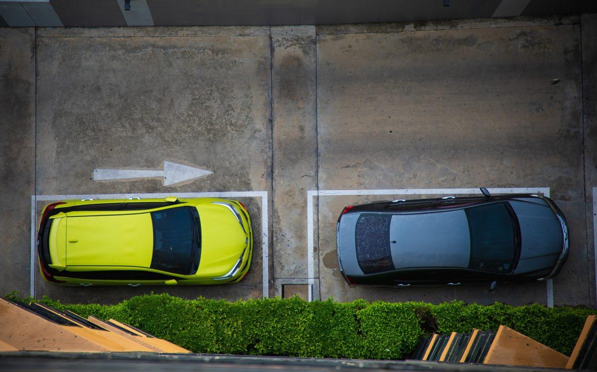 parcheggi pertinenziali: l'amministratore può compiere atti conservativi.